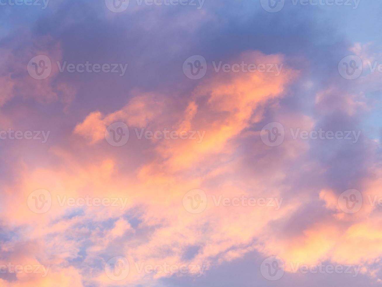 abstrait: nuage de soleil et ciel en soirée photo