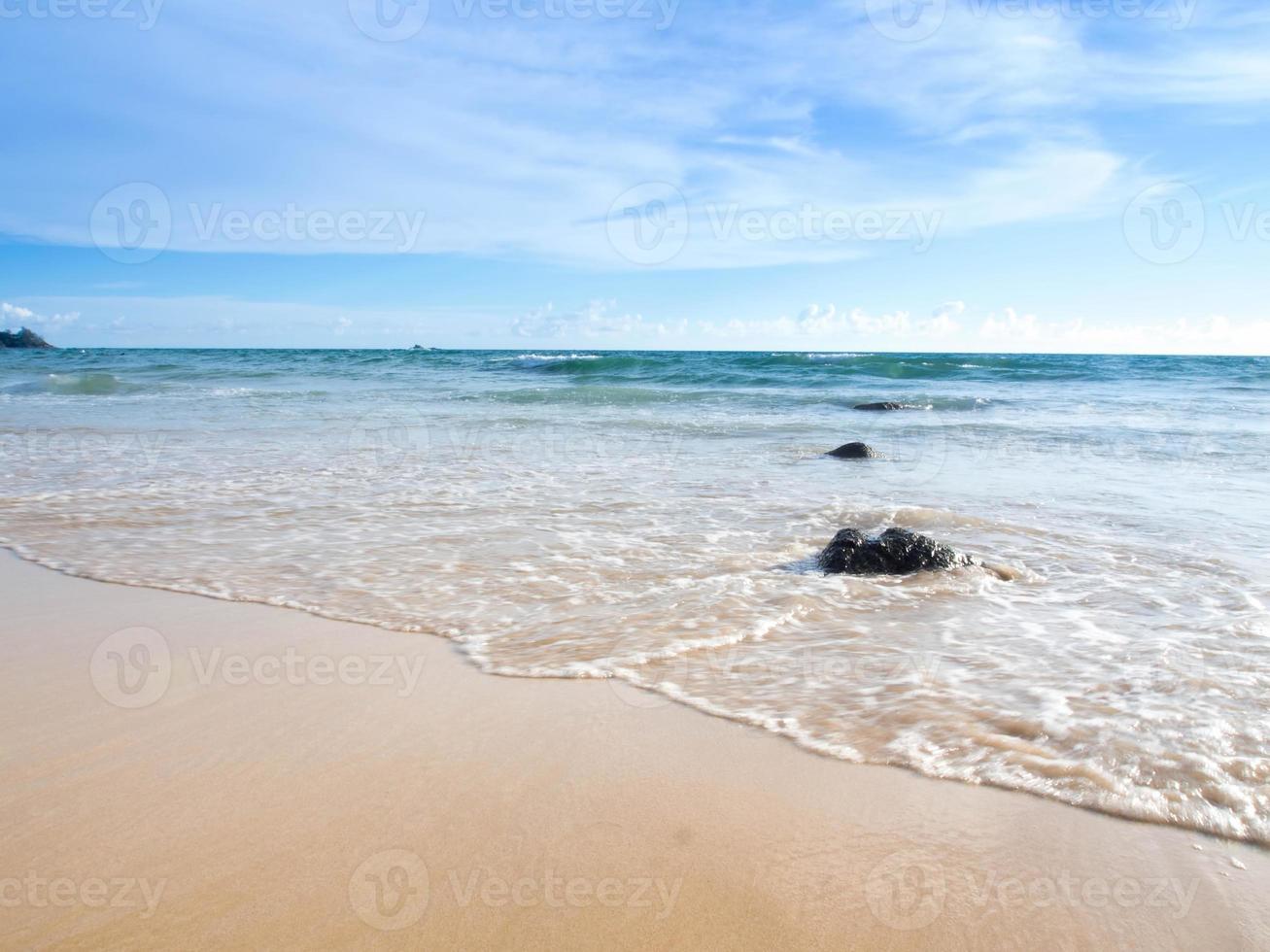 belle plage et ciel d'été photo