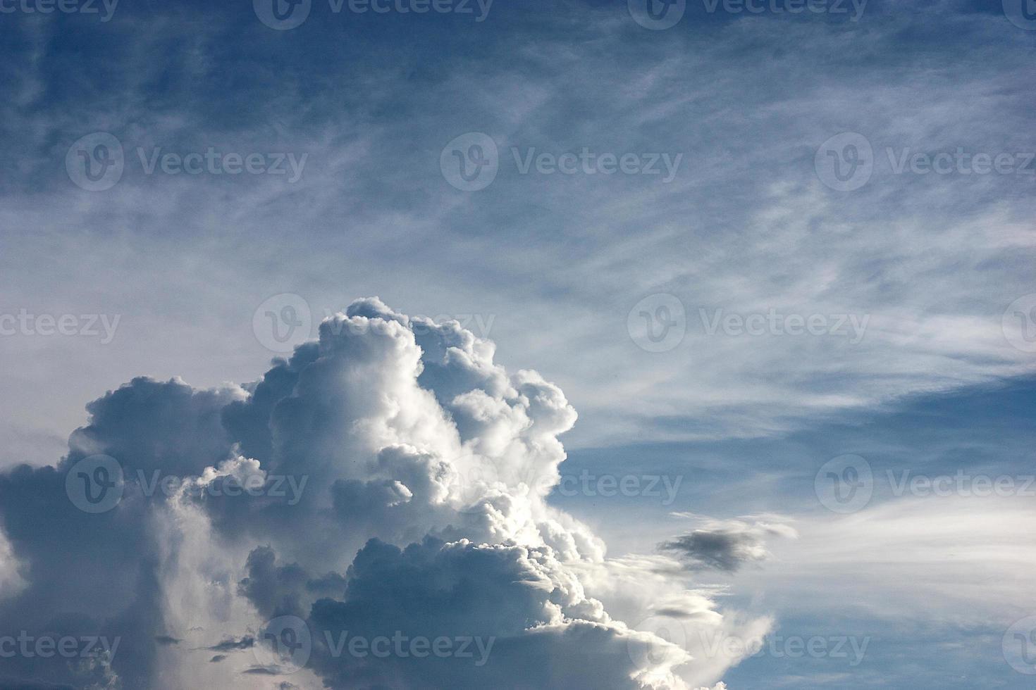 nuages blancs moelleux photo