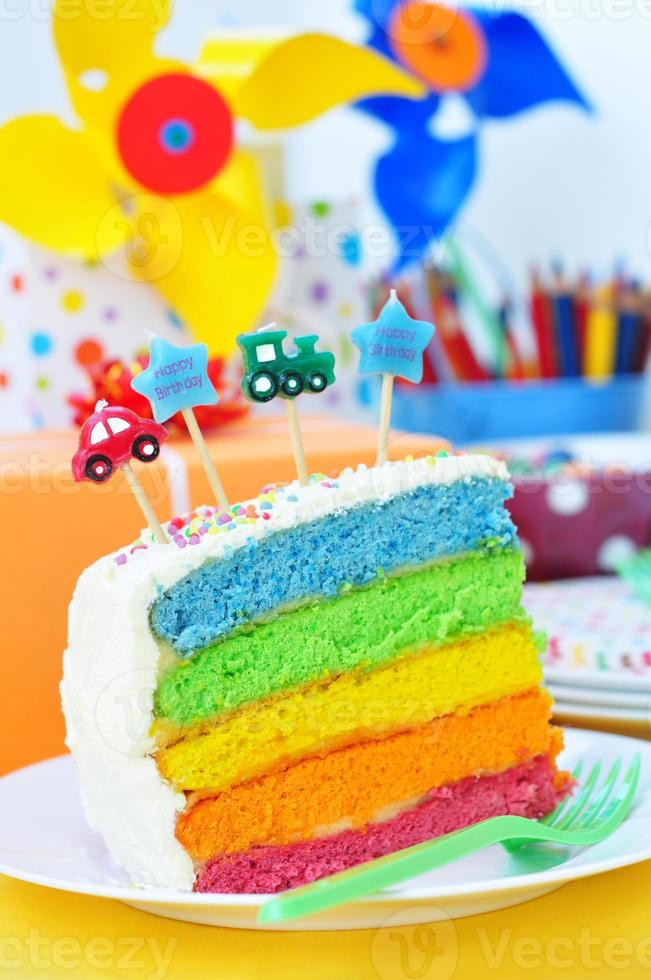 gâteau arc-en-ciel d'anniversaire photo