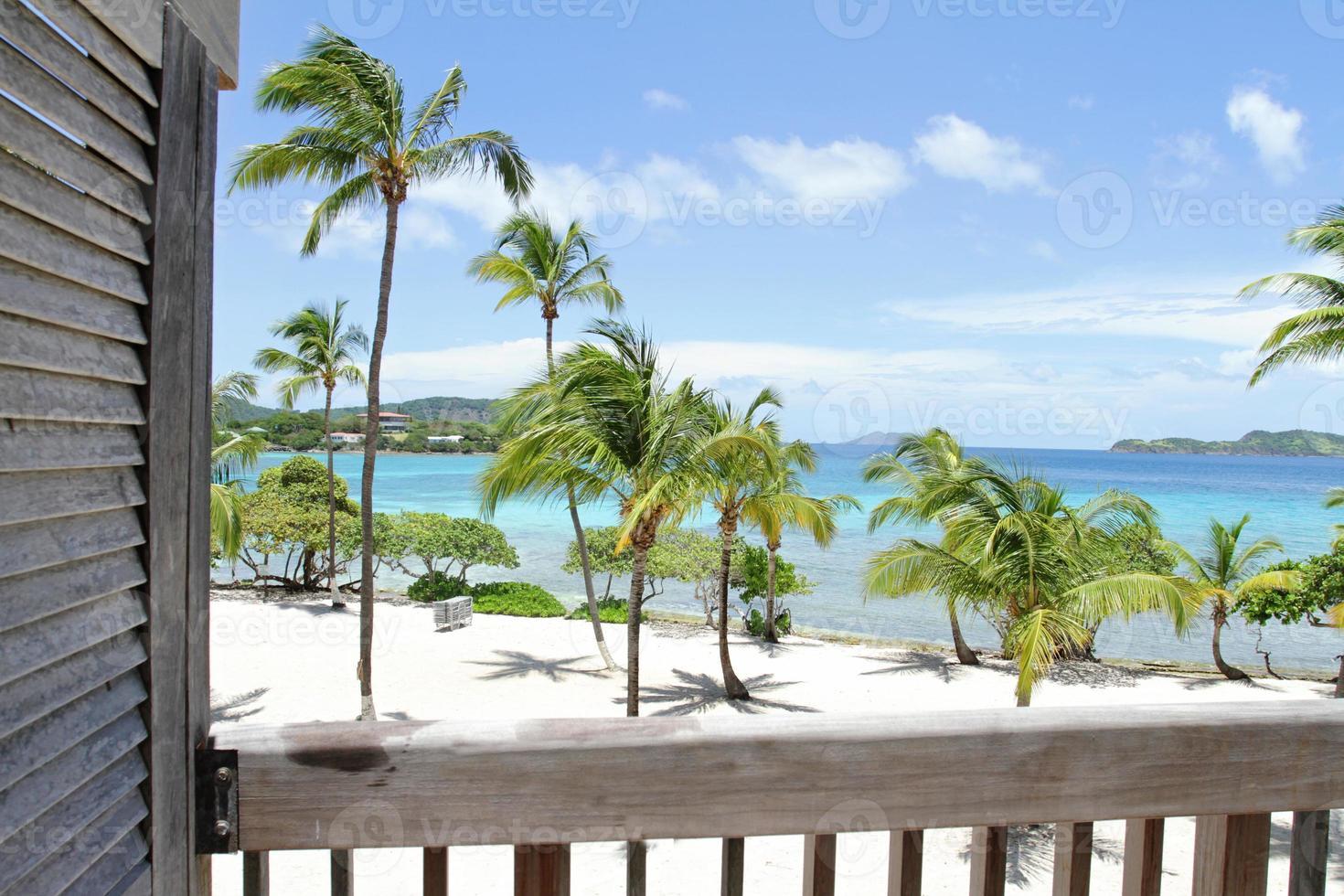 plage tropicale, caraïbes, vue depuis le pont photo
