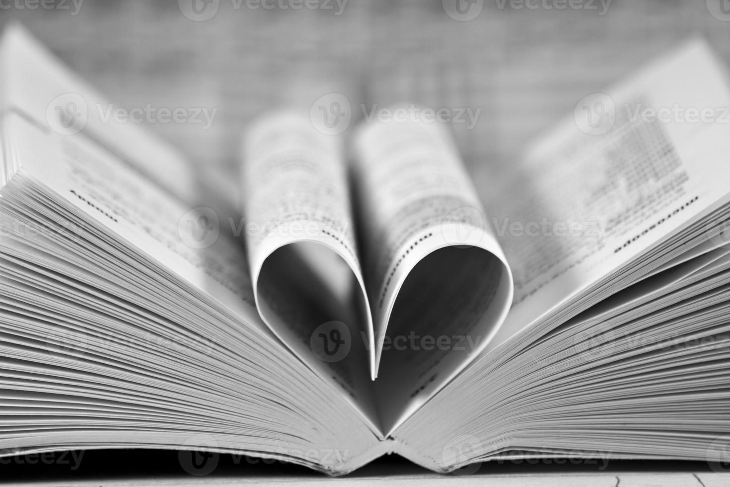 coeur en forme de livre photo