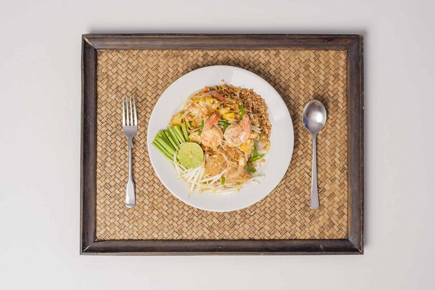 nouilles pad thai aux crevettes photo