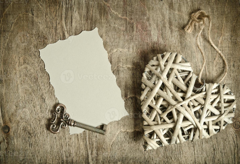 coeur en osier fait main avec la clé photo