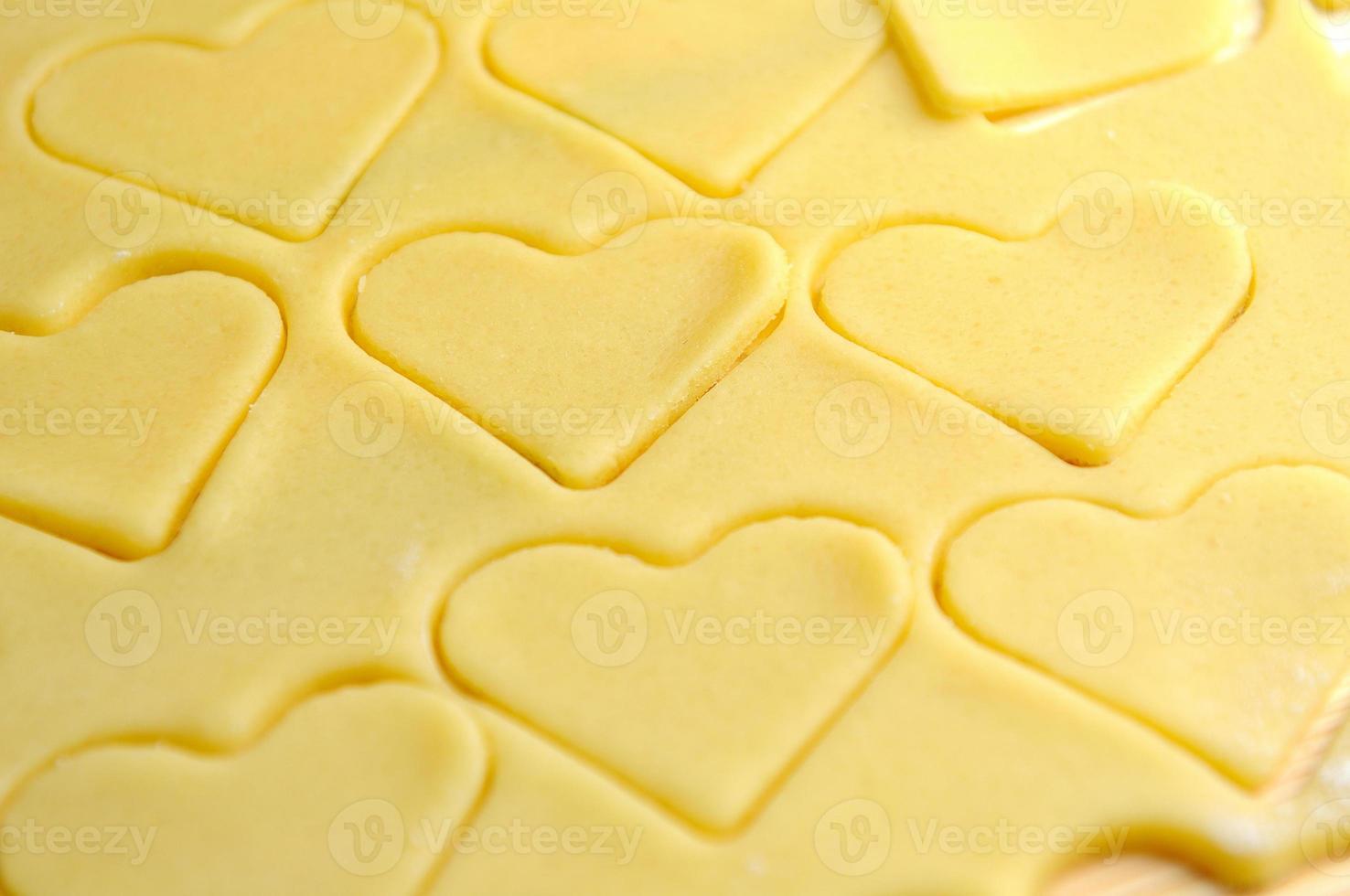 cuisson des biscuits coeur pour la Saint-Valentin photo