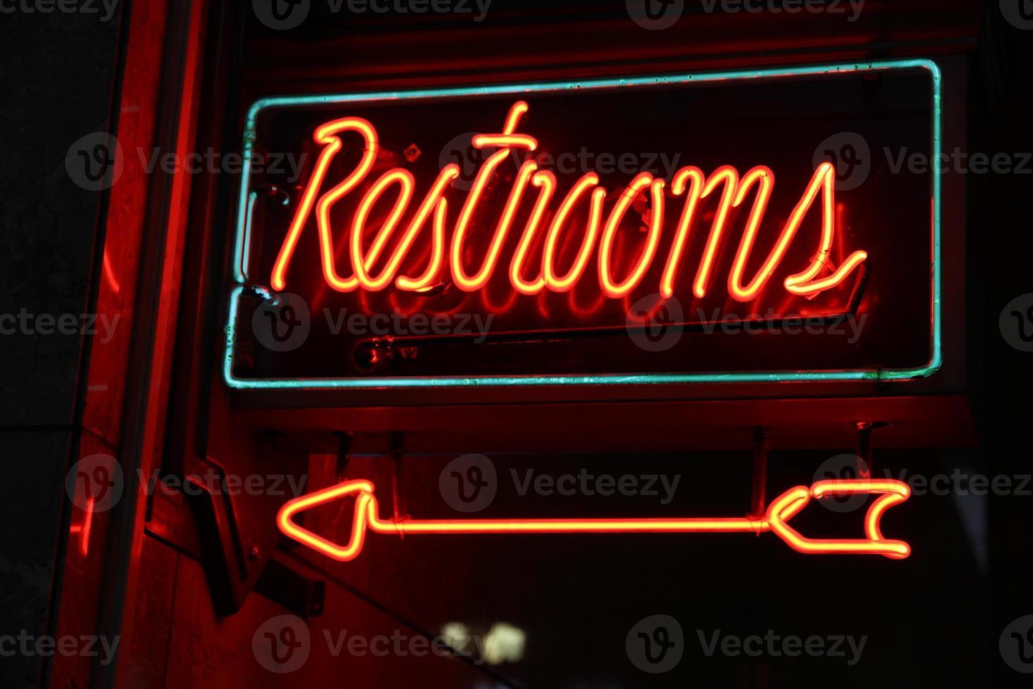 enseigne de toilettes au néon photo
