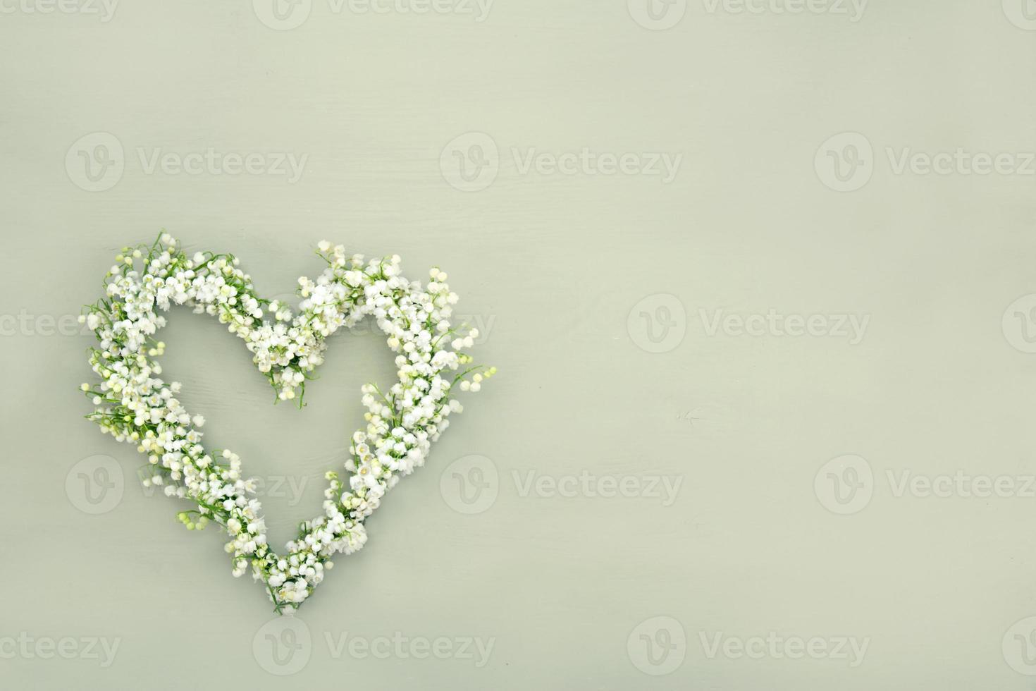couronne de fleurs en forme de coeur photo