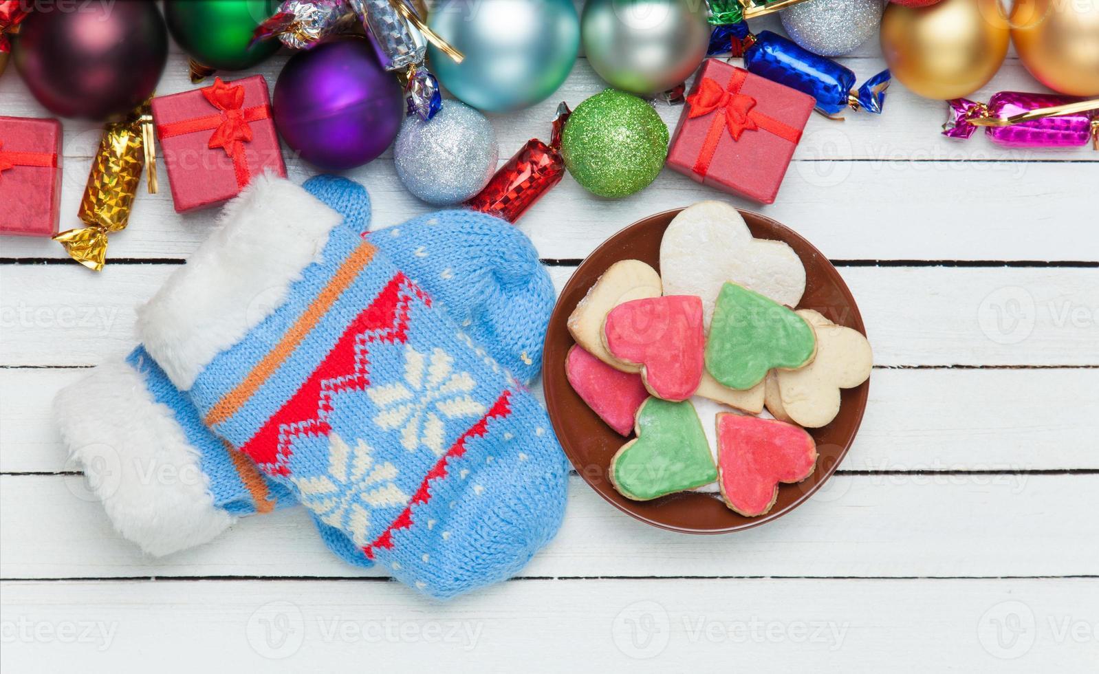 mitaines et cadeaux de Noël. photo