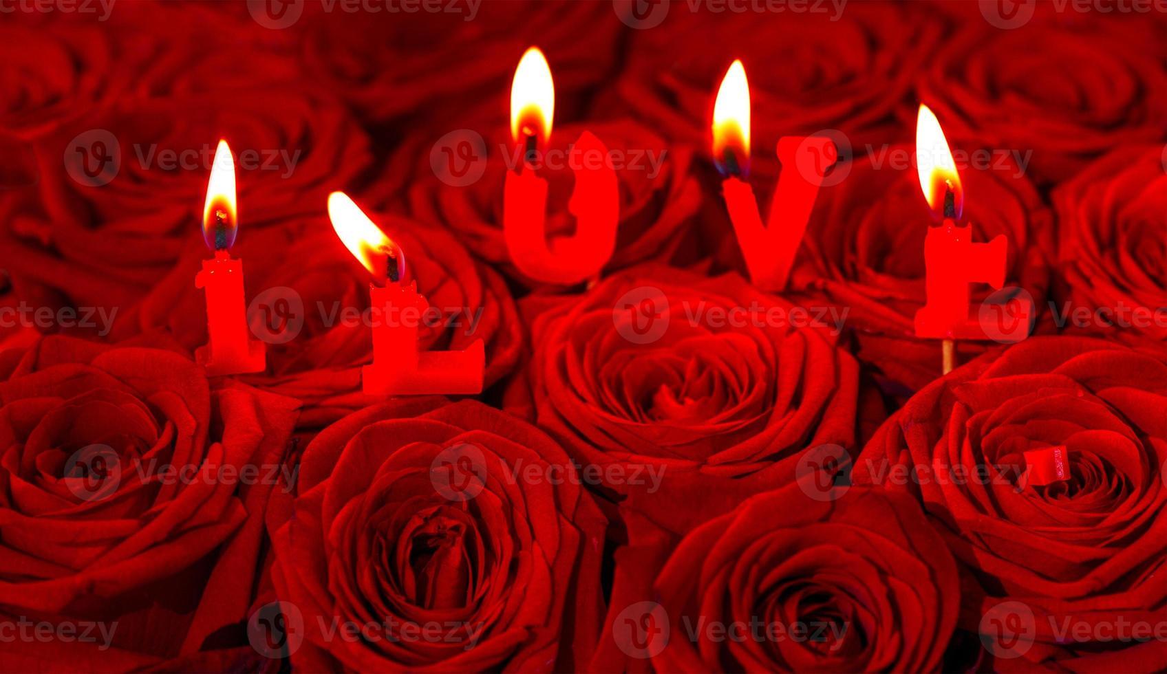 roses rouges et bougies allumées faisant j'aime photo