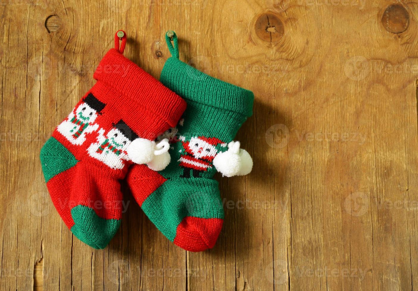 chaussettes tricotées de noël pour cadeaux décoration festive traditionnelle photo
