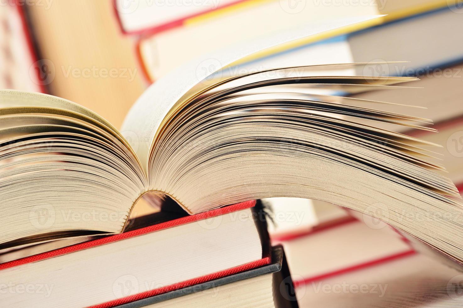 composition avec pile de livres photo