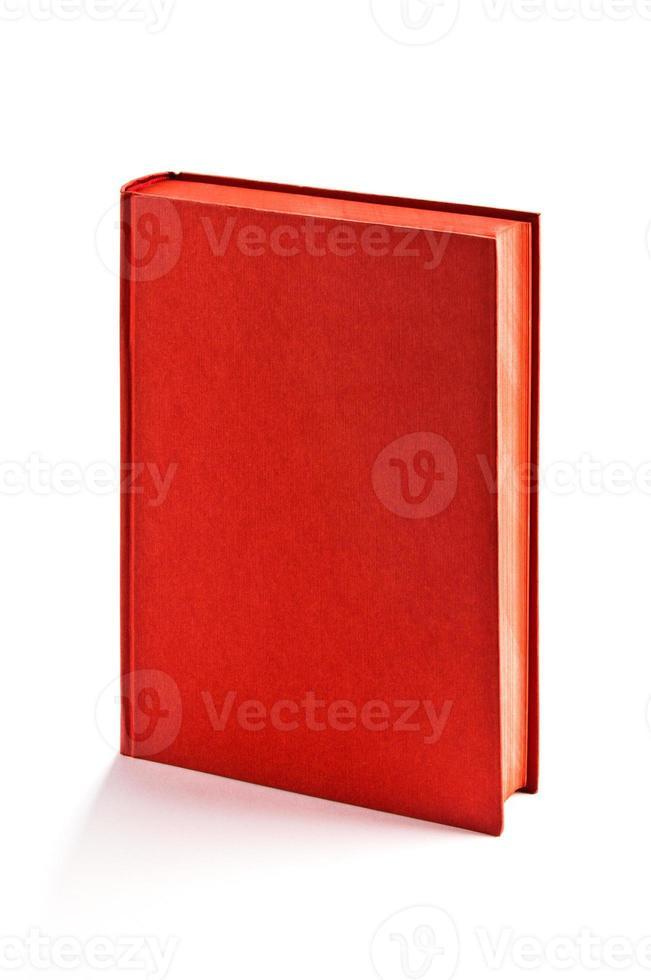 Livre rouge à couverture rigide unique isolé sur blanc, un tracé de détourage photo
