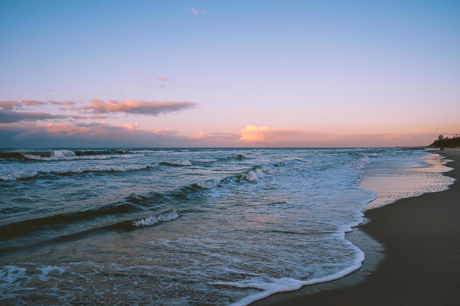 coucher de soleil sur la mer baltique photo