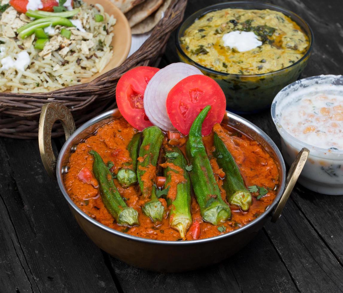 masala bhindi ou frire ladyfinger photo
