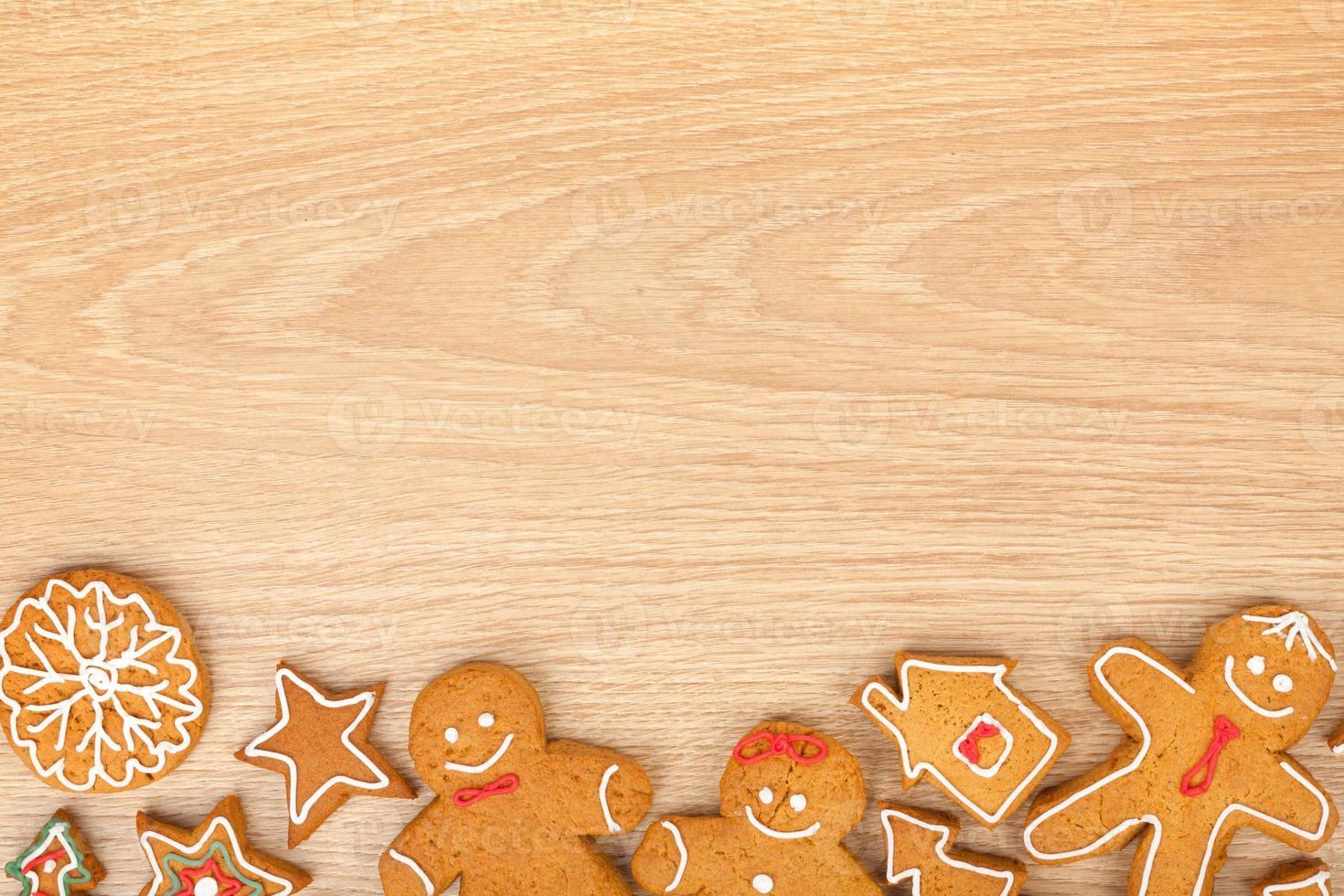 divers biscuits de pain d'épice de Noël faits maison photo