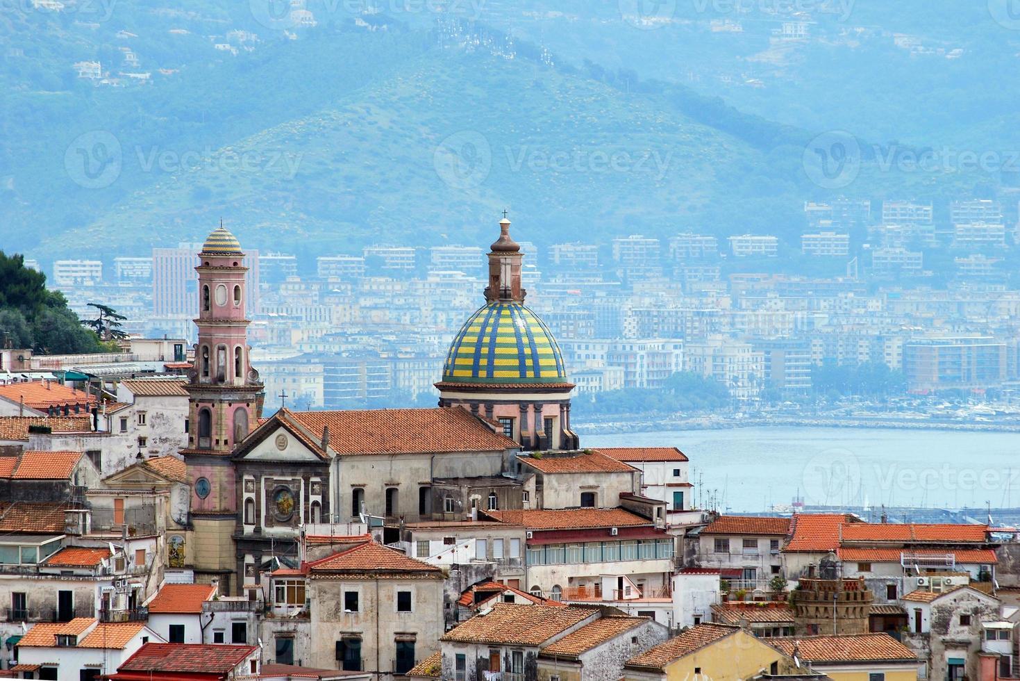 côte amalfitaine, ville vietri sul mare photo