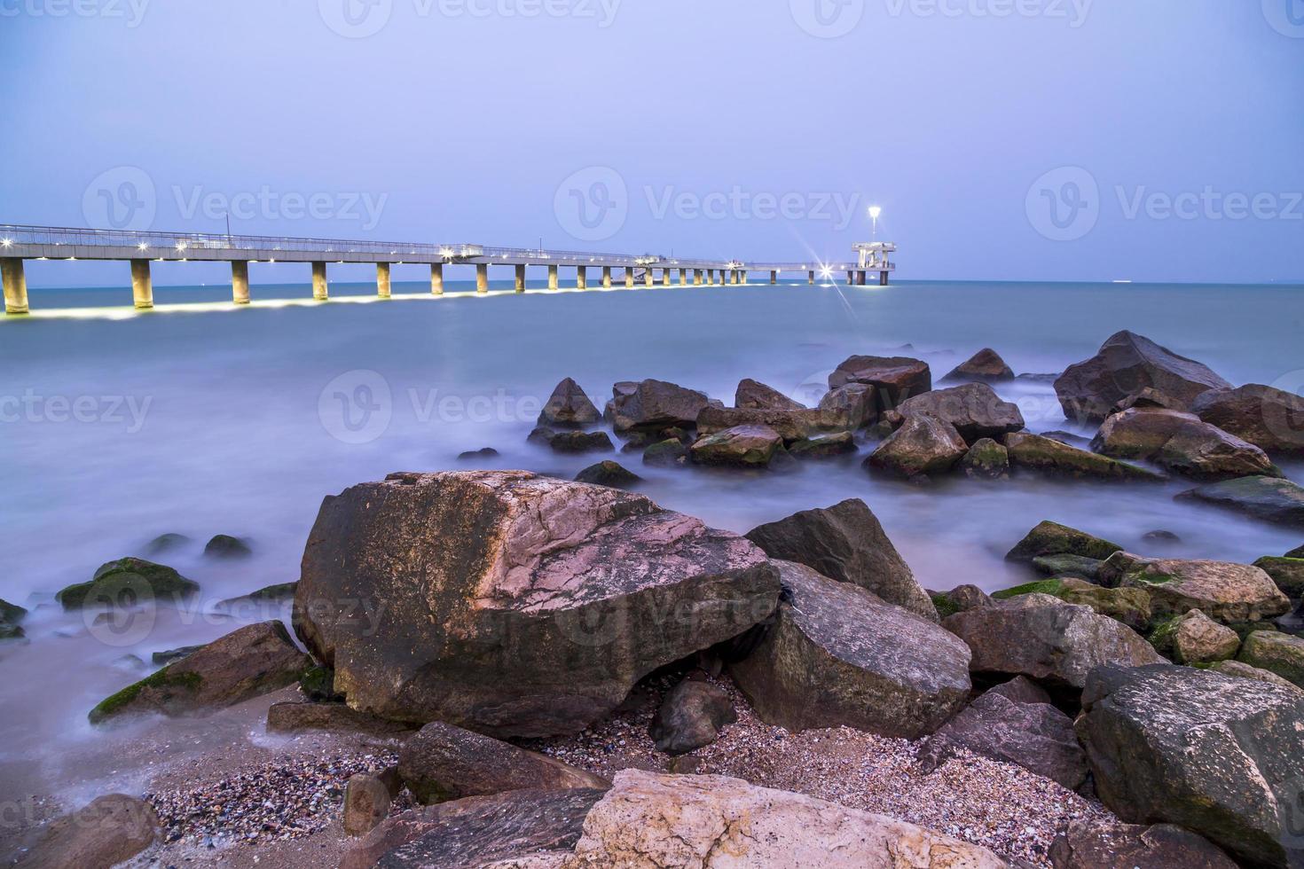 pont à burgas la nuit photo