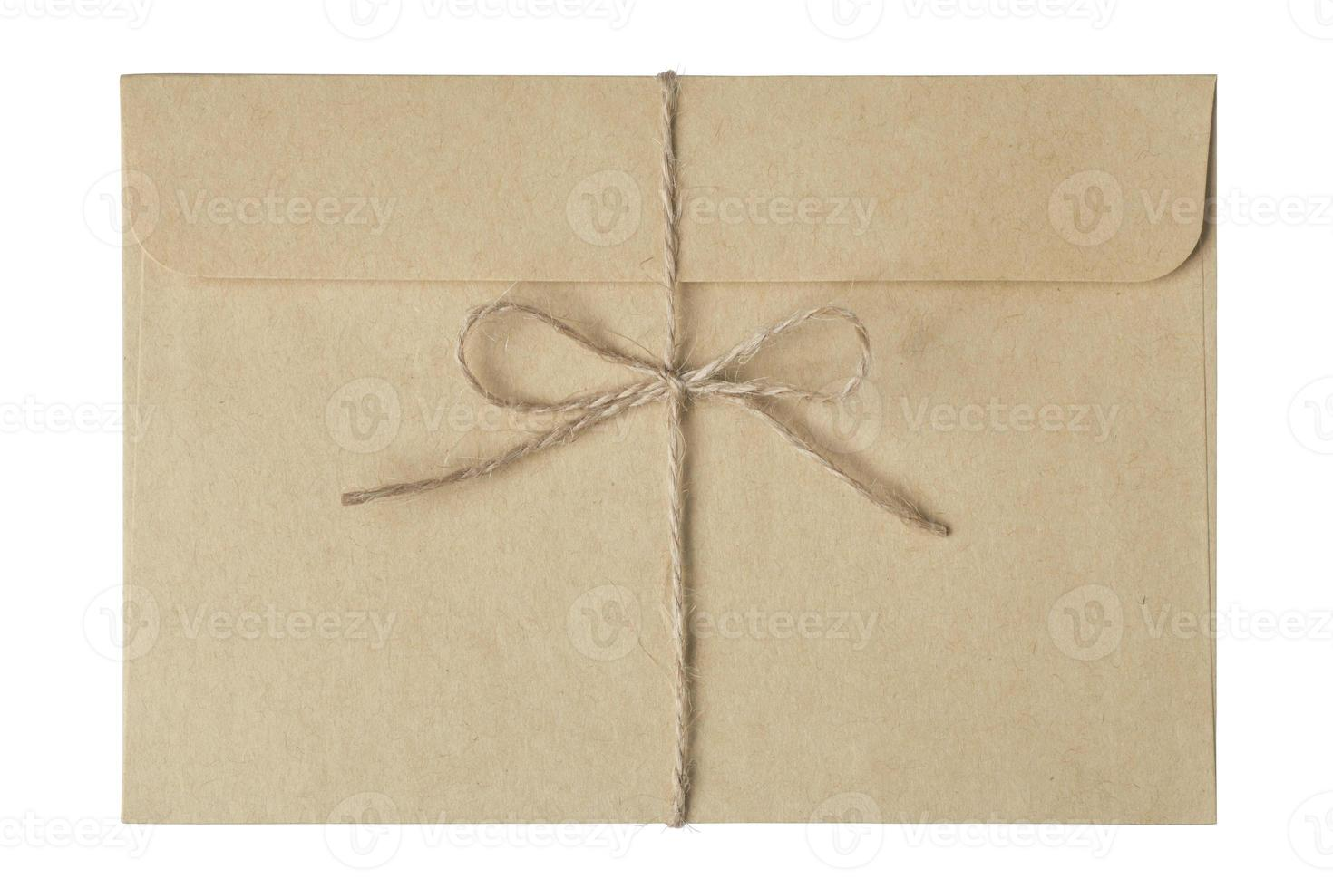 enveloppe nouée avec de la ficelle photo