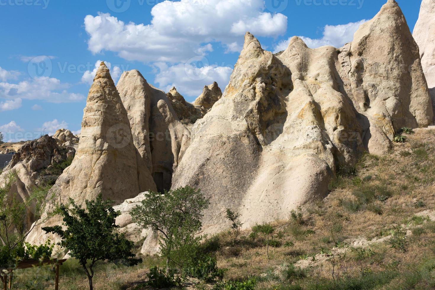 formations rocheuses dans le parc national de Goreme. photo