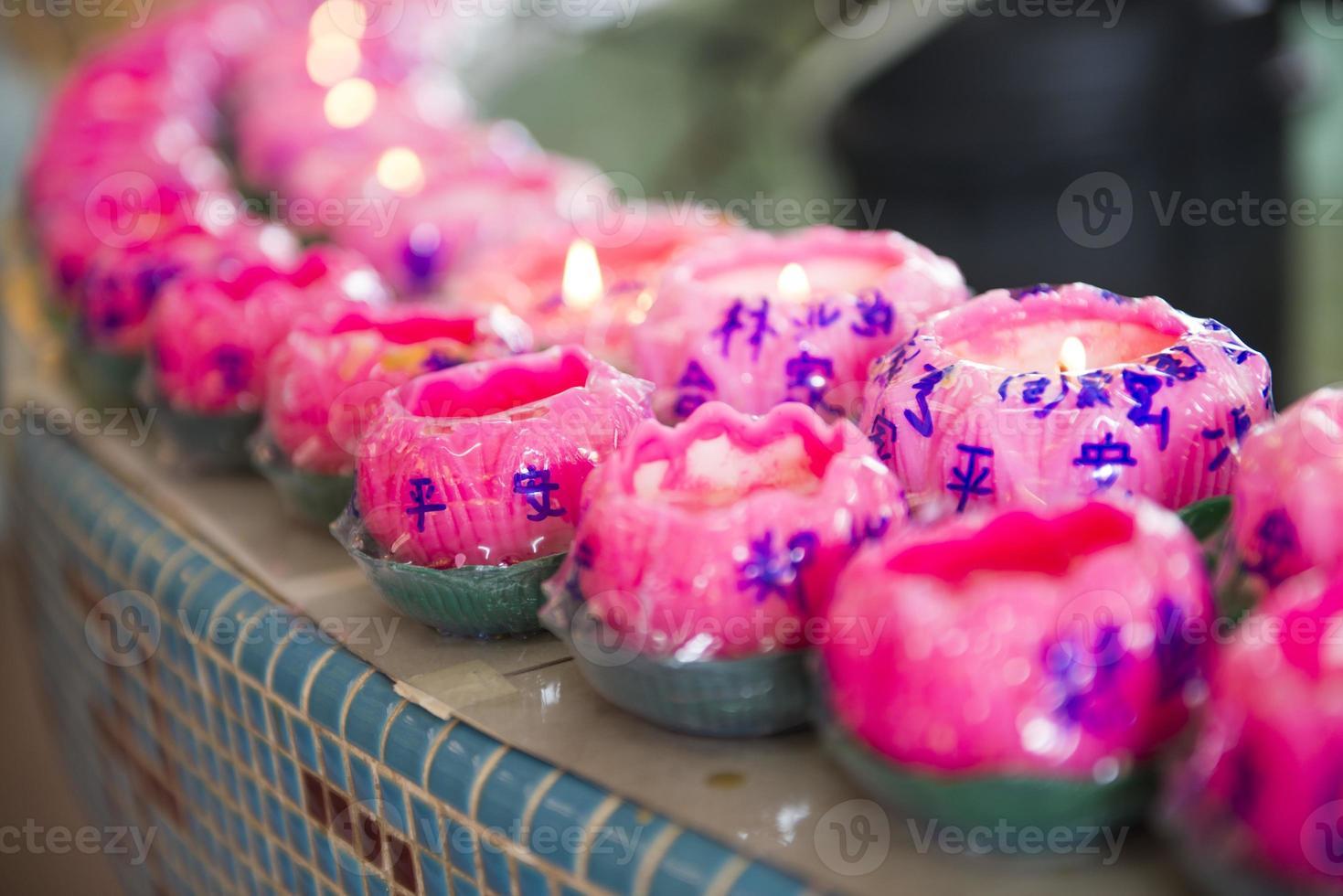 Bougie de lotus pour prier à kek lok si temple penang photo