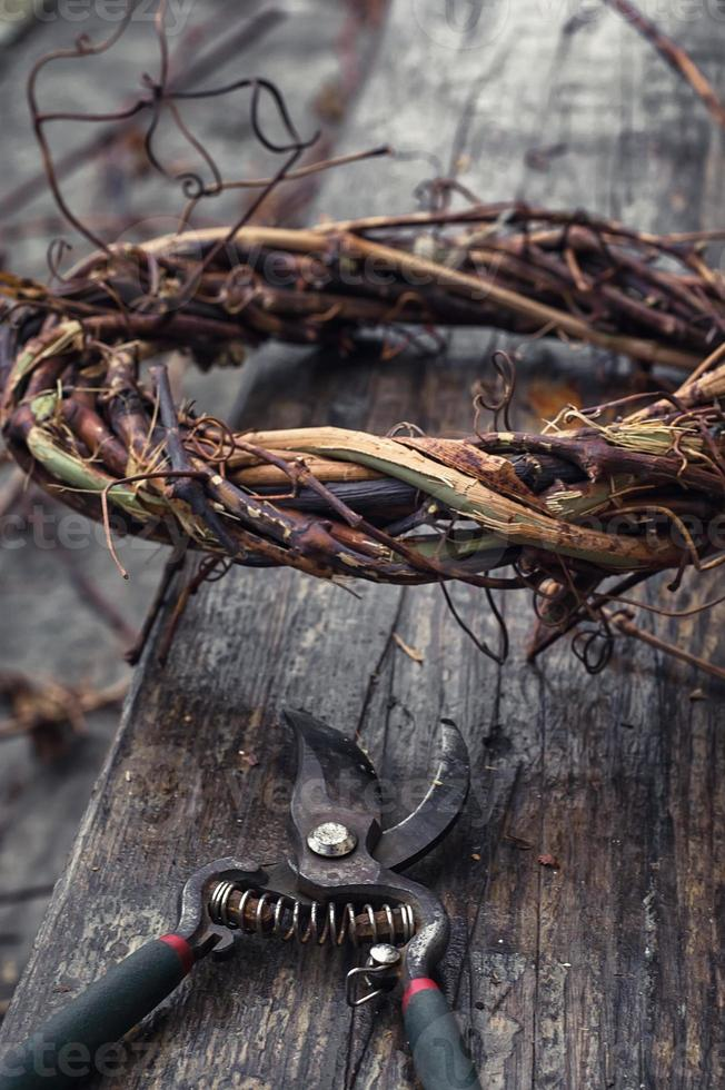 tissage de couronne de vignes photo