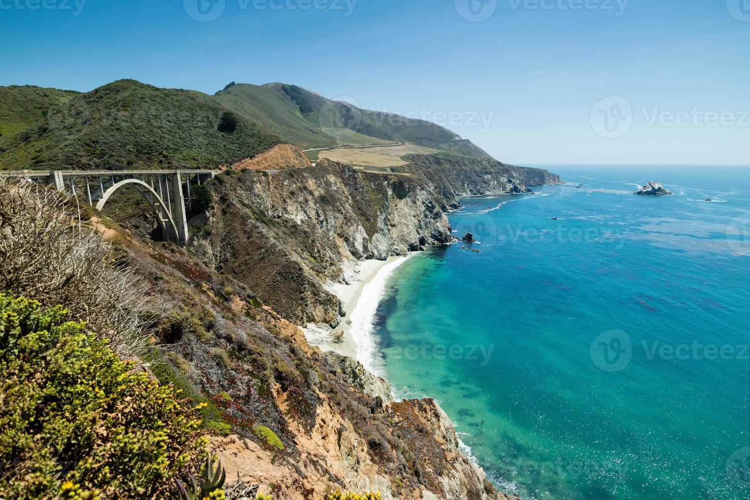 Journée d'été du pont de Brixby, route de l'autoroute de la côte pacifique 1, Californie photo