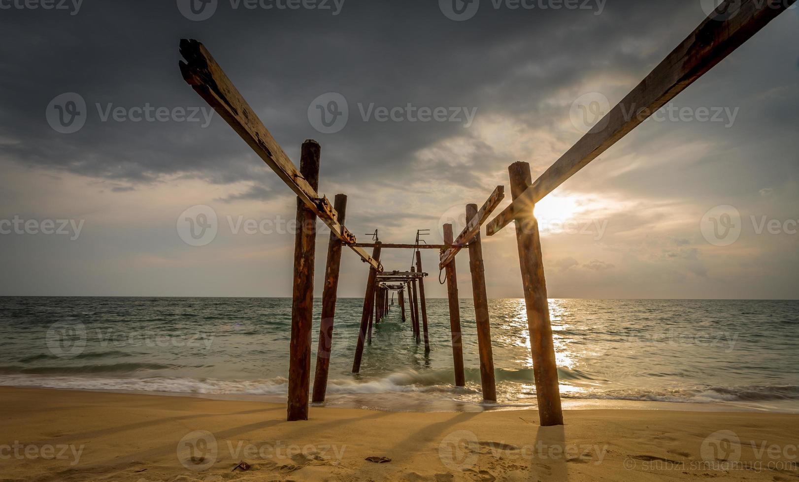 jetée de la plage de naitai photo