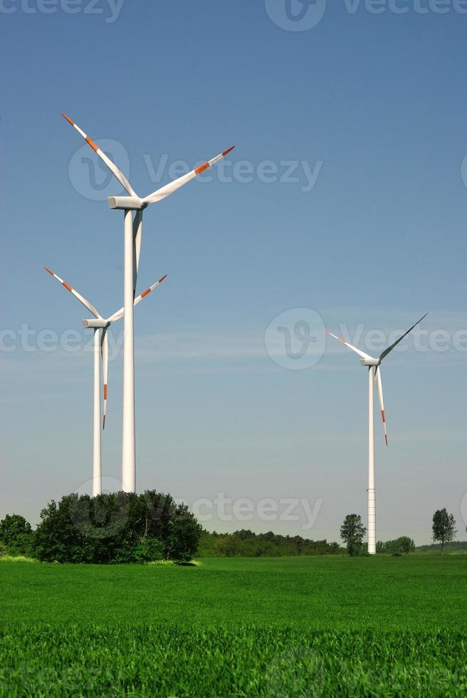trois éoliennes photo