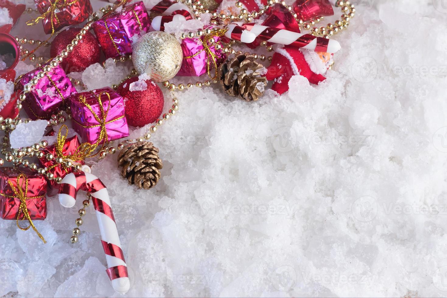 décoration de Noël recouverte de neige photo