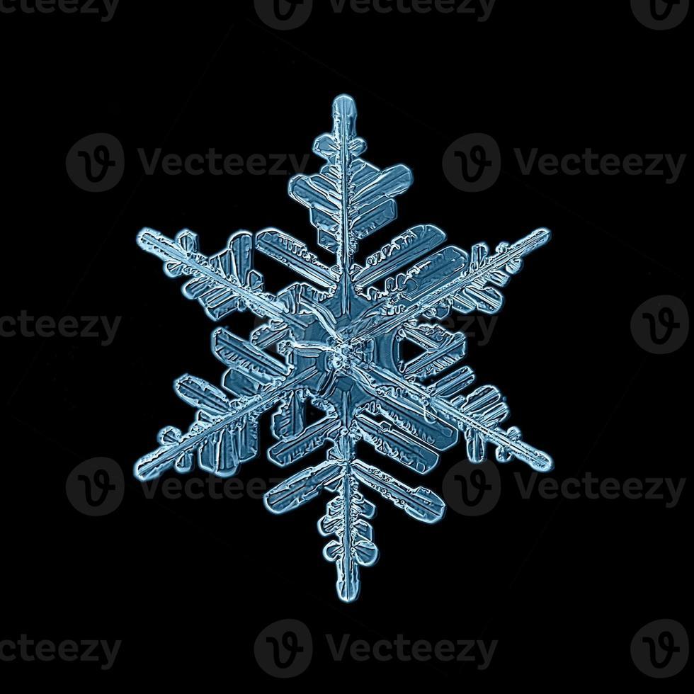flocon de neige cristal fond noir photo