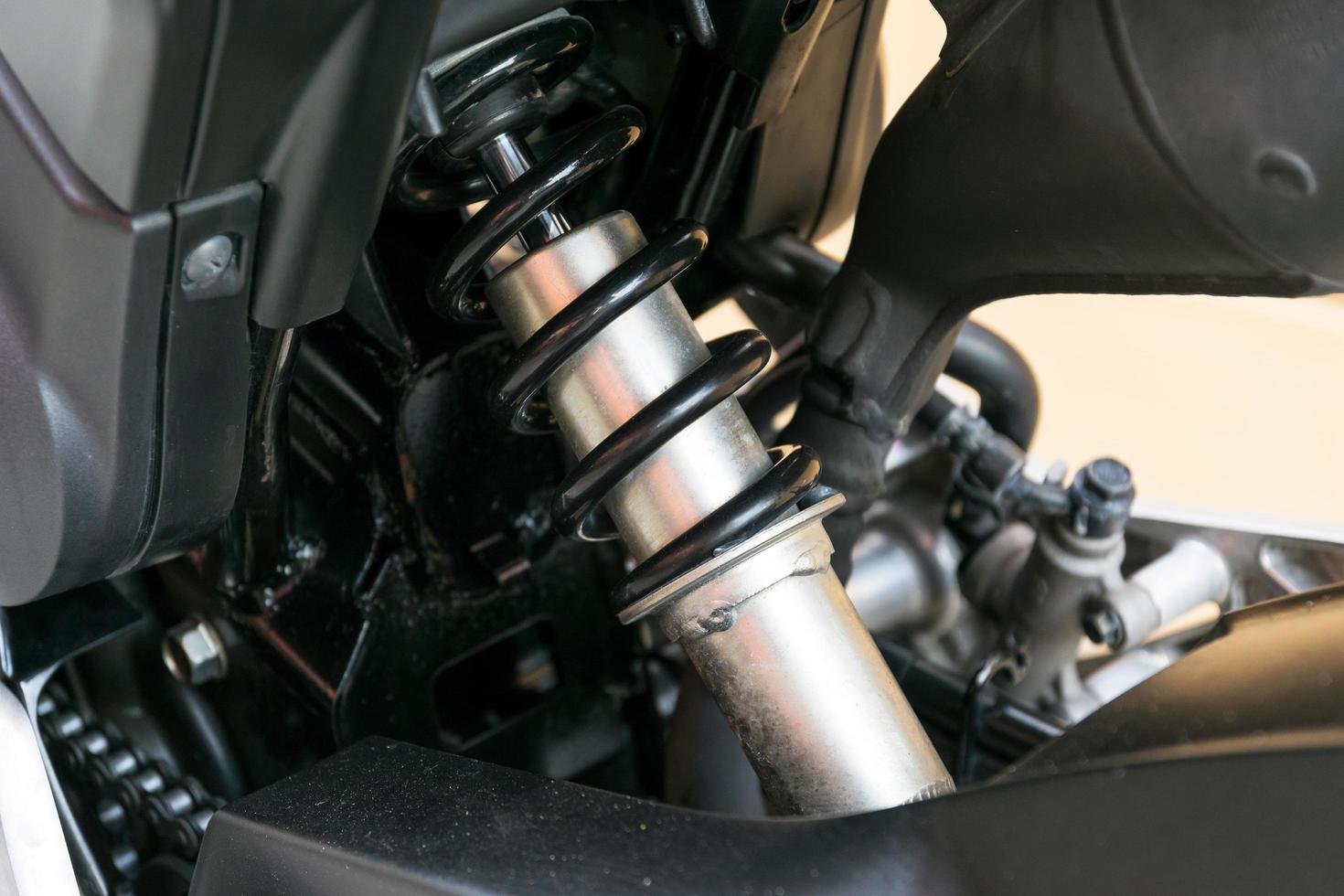 amortisseur de moto un dispositif pour absorber les secousses. photo