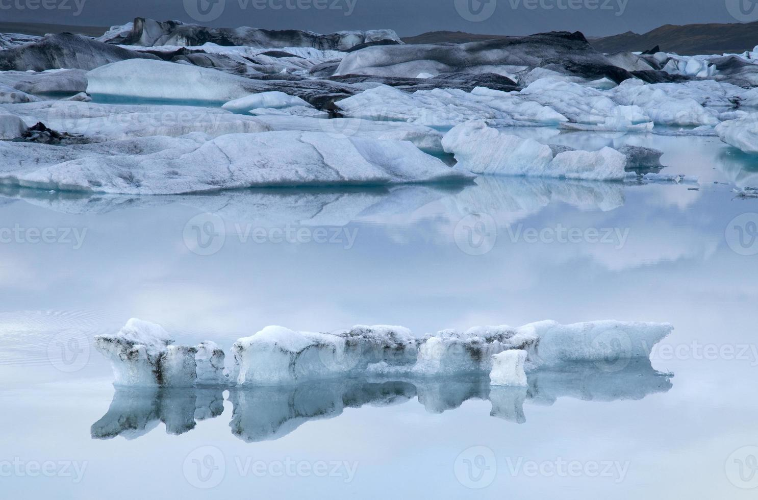 icebergs flottants. Jökulsarlon, Islande photo