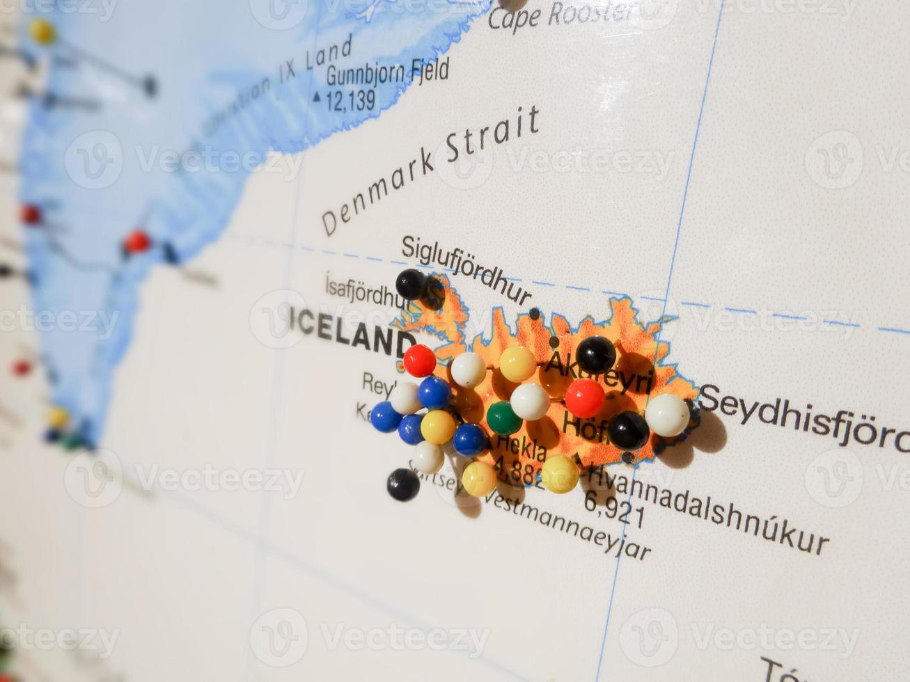 Pins d'Islande sur une carte photo
