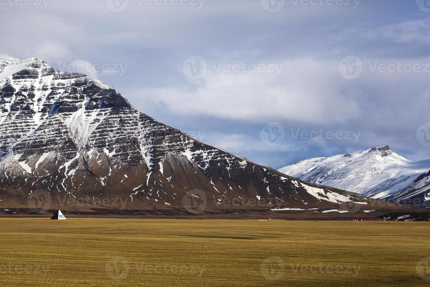 Paysage volcanique sur la péninsule de Snaefellsnes en Islande photo