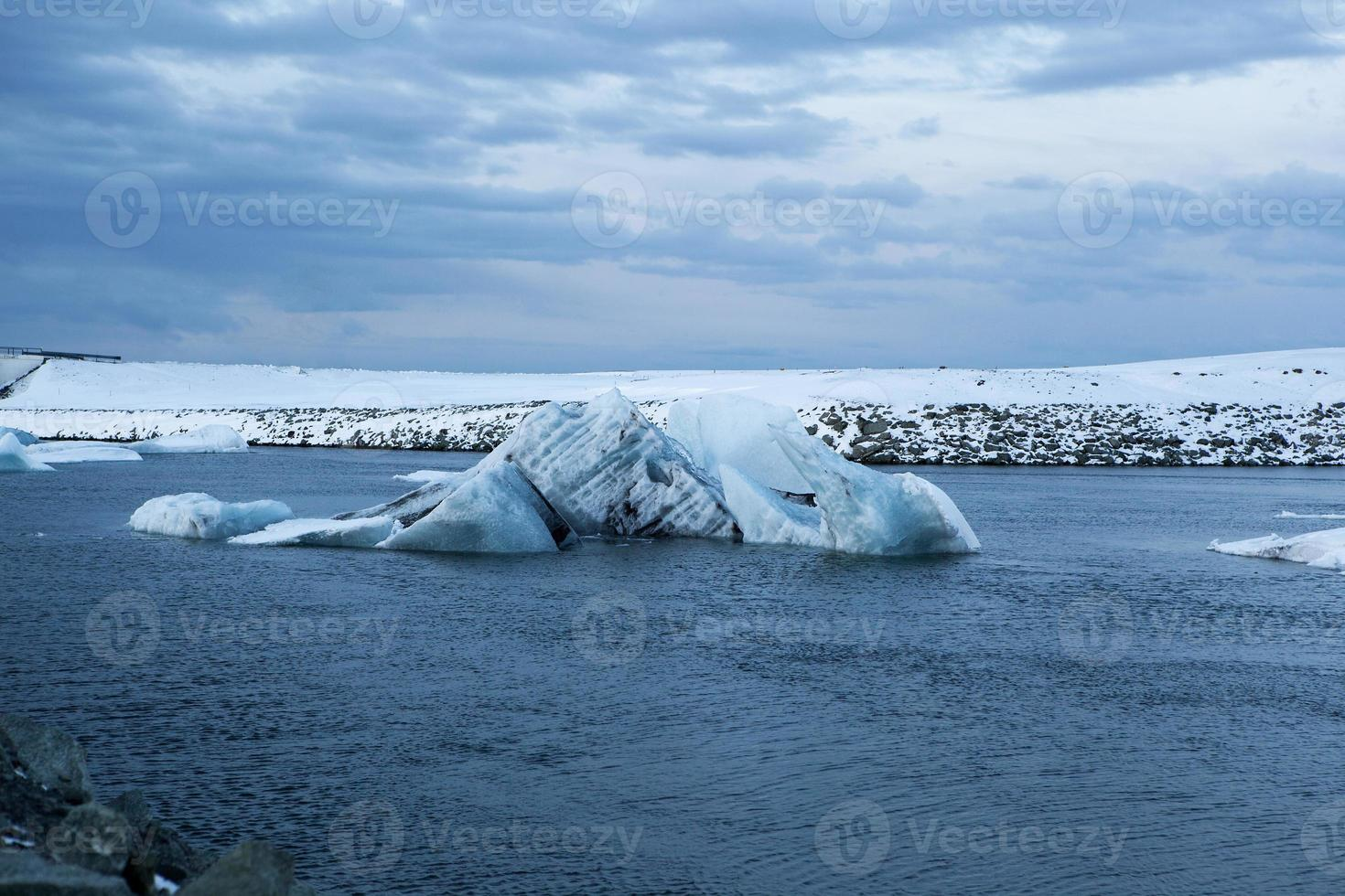 Blocs de glace au lagon glaciaire de Jokulsarlon, Islande photo