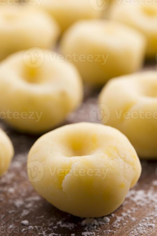nouilles traditionnelles polonaises de Silésie avant de faire bouillir photo