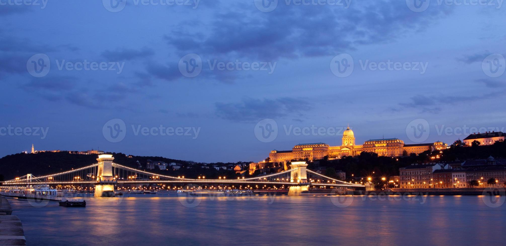 Budapest de nuit photo