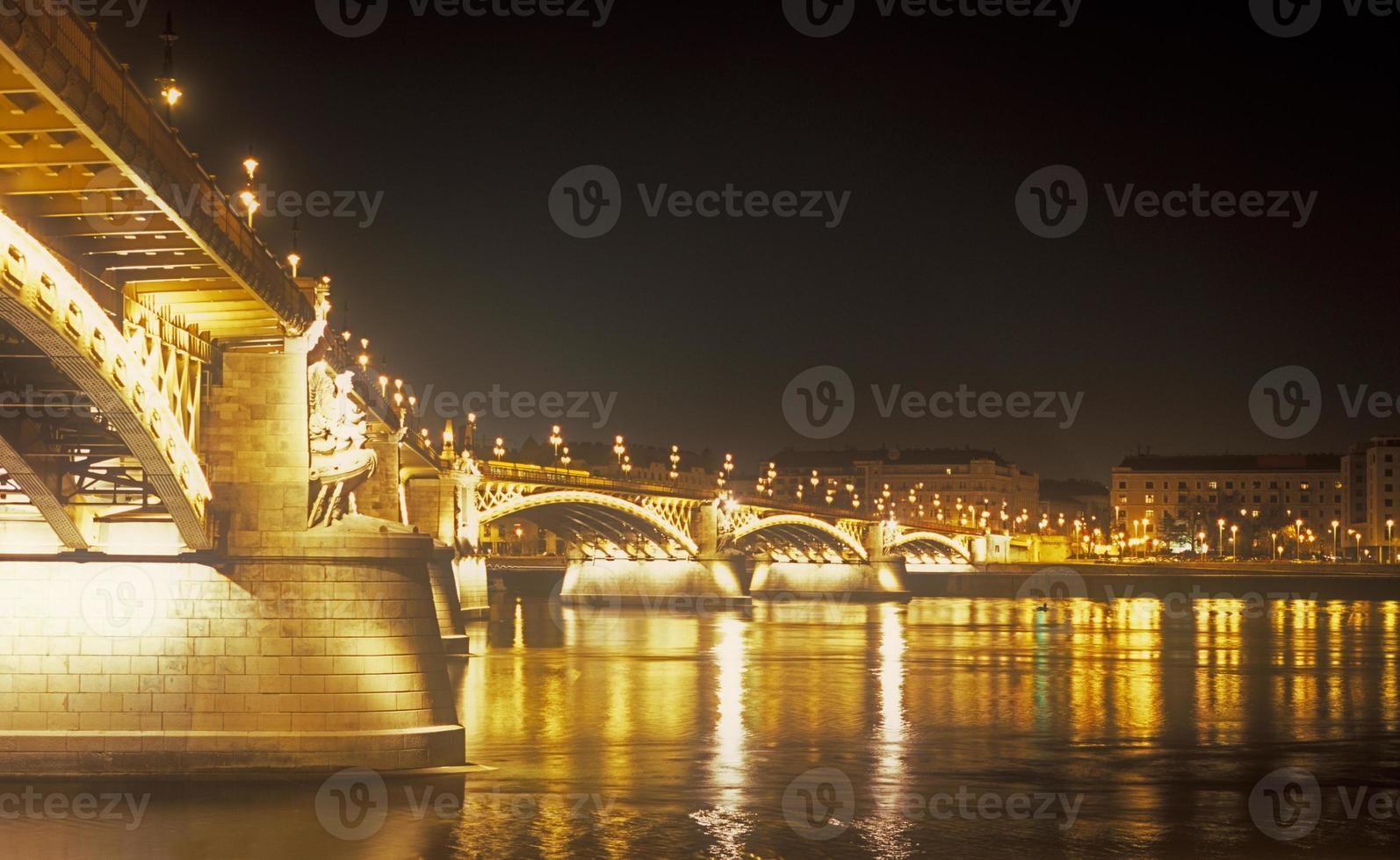 Margaret Bridge la nuit. photo