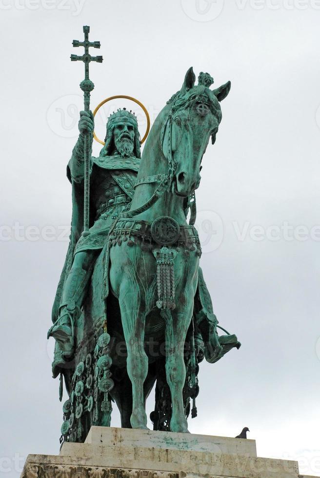 Statue du premier roi de Hongrie, Etienne, à Budapest, Hongrie photo