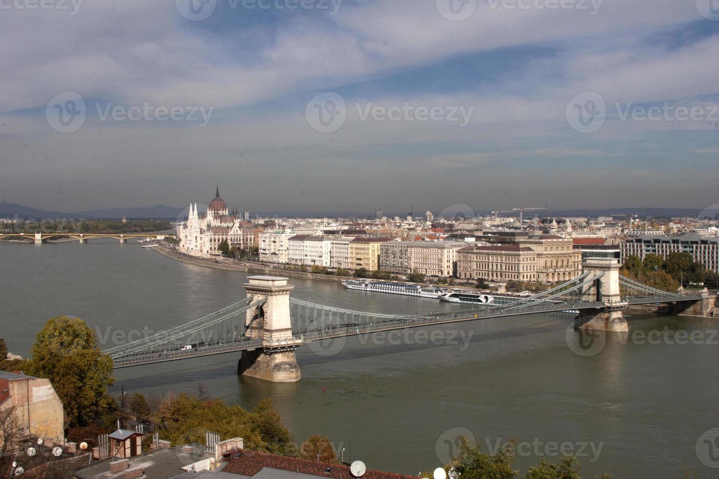 Pont des chaînes sur le Danube à Budapest photo