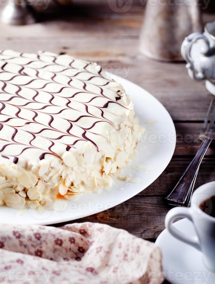 gâteau traditionnel hongrois à l'esterhazy photo
