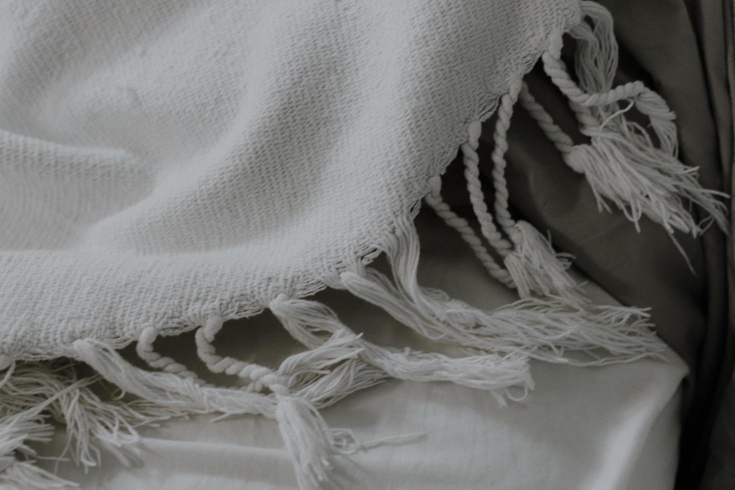 écharpe à franges blanche photo