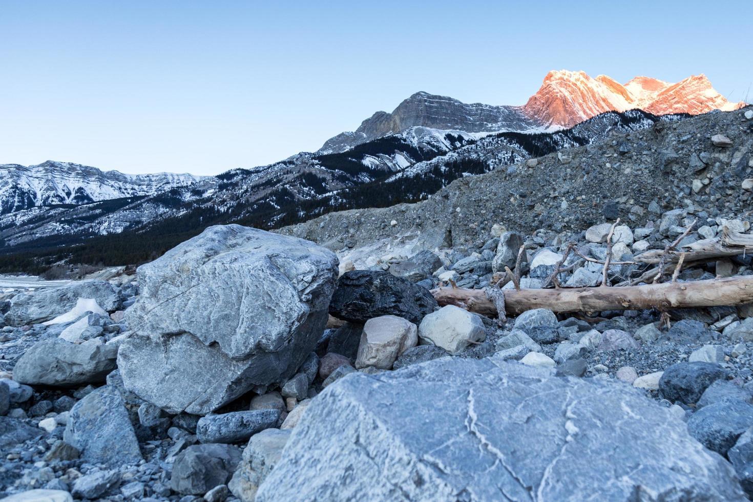 paysage de montagne rocheuse pendant la journée photo