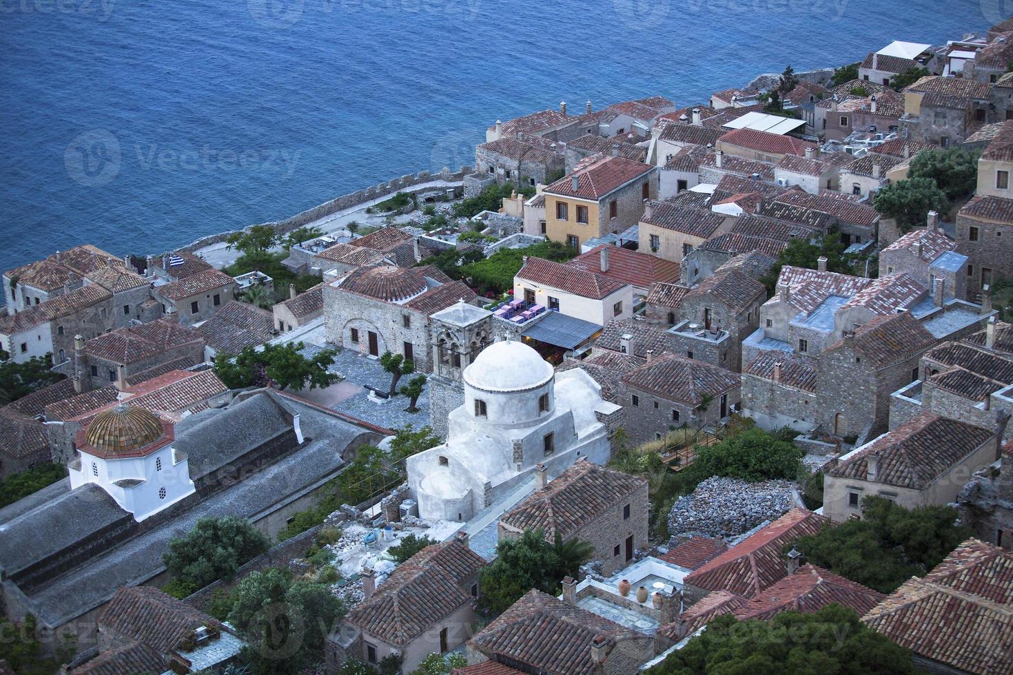 ville fortifiée de monemvasia en grèce, vue du dessus. photo