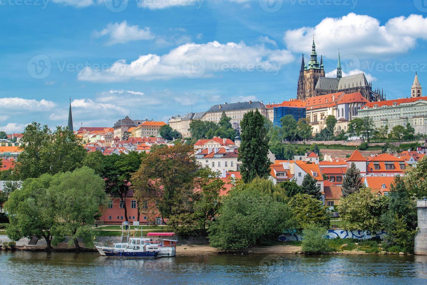 château de prague et cathédrale saint vitus photo