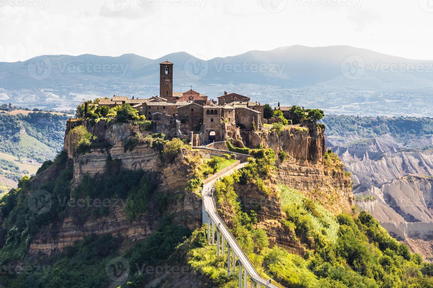 Ville médiévale de Bagnoreggio, Italie photo