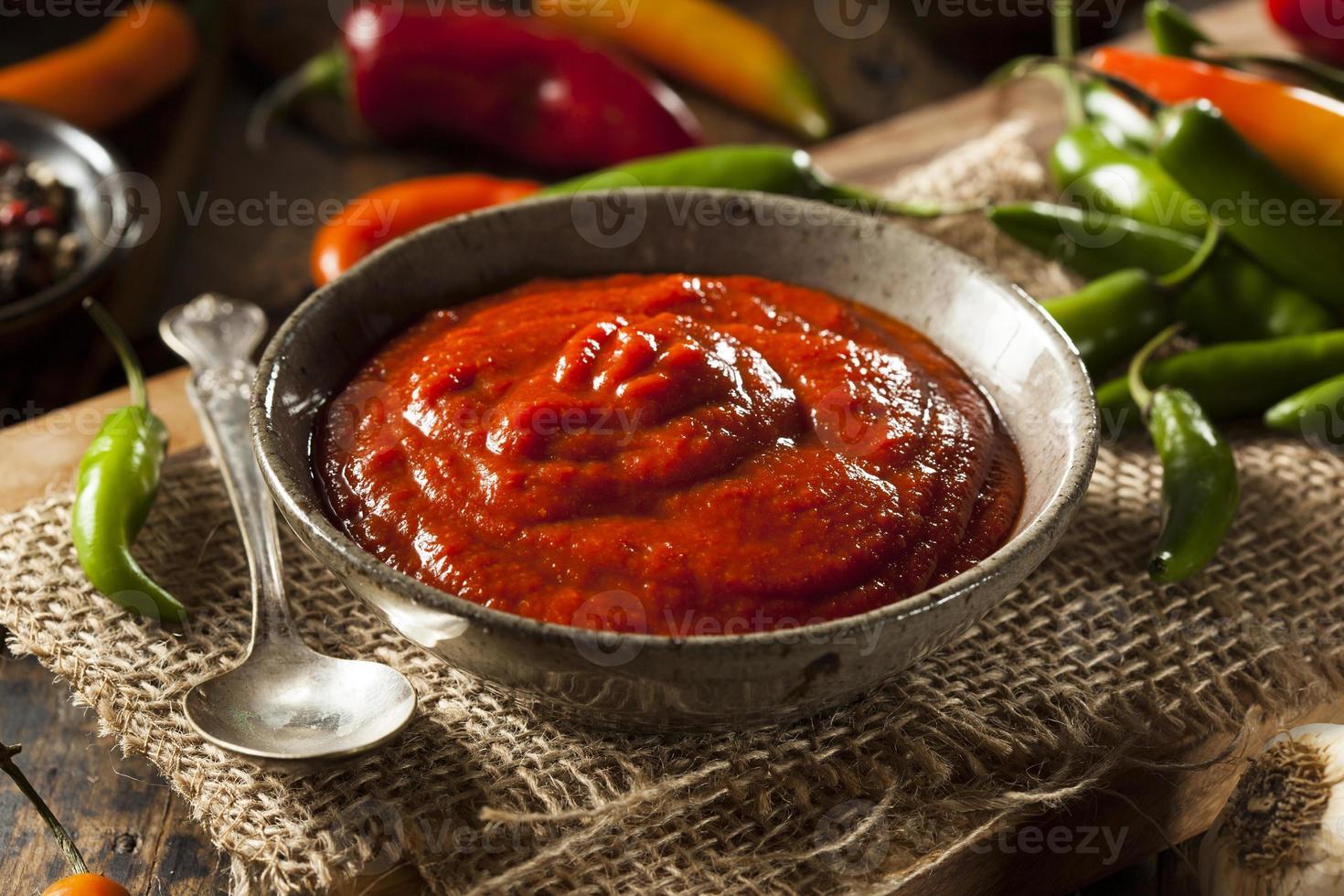 sauce sriracha rouge épicée chaude photo