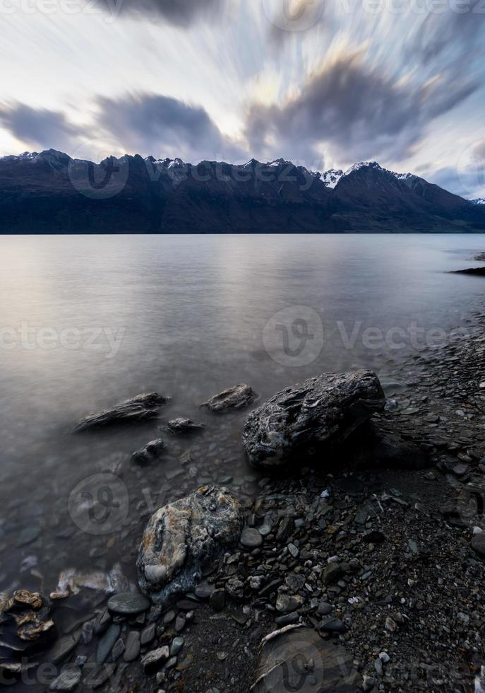 lac wakatipu au coucher du soleil photo