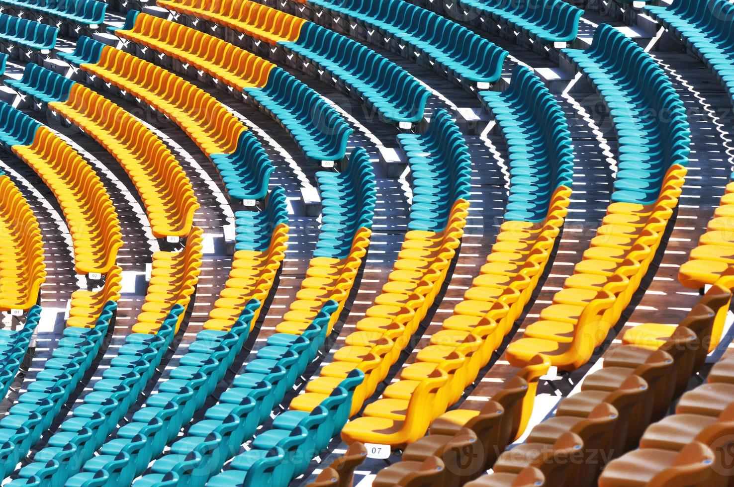 chaises de stade vides photo