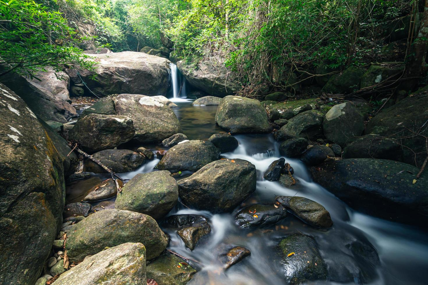 Cascades de Khlong Pla Kang en Thaïlande photo